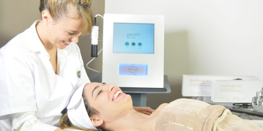 What Is The OxyGeneo Super Facial?